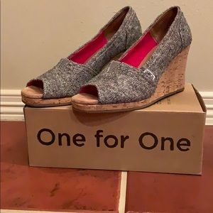 TOMS Silver Carson Wedges Size 8